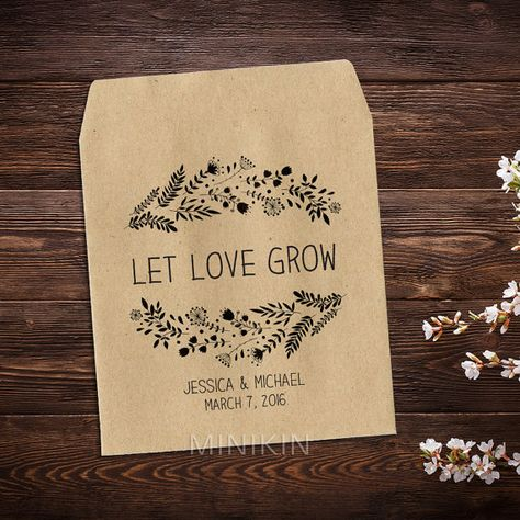 25 x seed packet wedding favours personalised with your names and wedding date. These cute eco-friendly Brown seed bags are self sealing and you can