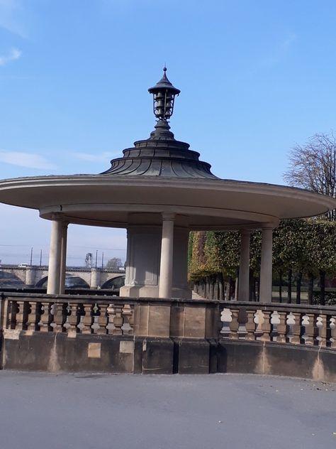 Der Pavillon Mit Dem Glockenspiel Zu Jeder Vollen Std Architektur Pavillon Dresden