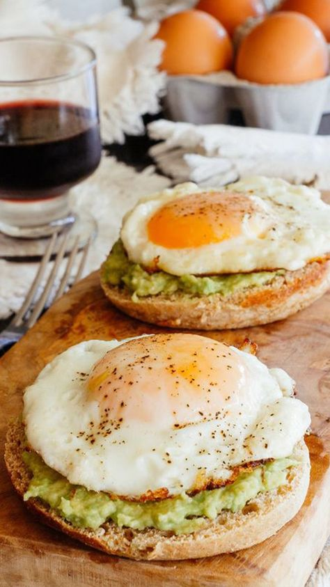 avocado bagels with eggs sunny side up #breakfast #foodie #yum