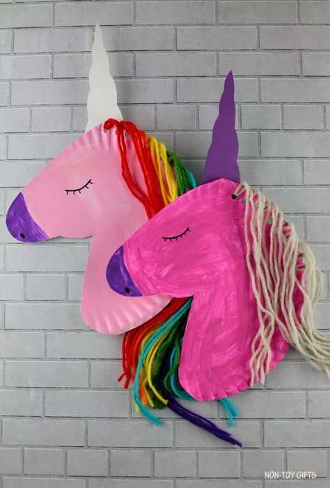 Paper Plate Unicorn Craft For Kids - Free Template Paper plate unicorn craft for preschoolers, kindergartners and older kids. Use our free printable template for this yarn and paper plate unicorn. Make a rainbow unicorn Unicorn Printables, Unicorn Crafts, Preschool Crafts, Yarn Crafts Kids, Cool Crafts For Kids, Paper Mache Crafts For Kids, Painting Crafts For Kids, Craft Paint, Daycare Crafts