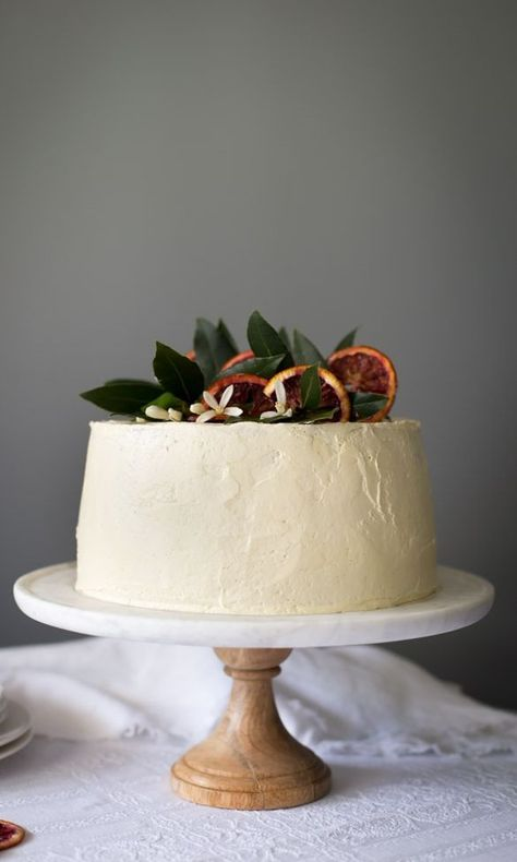 blood orange chiffon cake Topped with a mouthwatering vanilla swiss cream meringue, this blood orange-infused cake takes winter citrus to a whole new culinary level. Pretty Cakes, Beautiful Cakes, Bbq Dessert, Just Desserts, Delicious Desserts, Bolo Vegan, Orange Chiffon Cake, Cupcake Cakes, Cupcakes