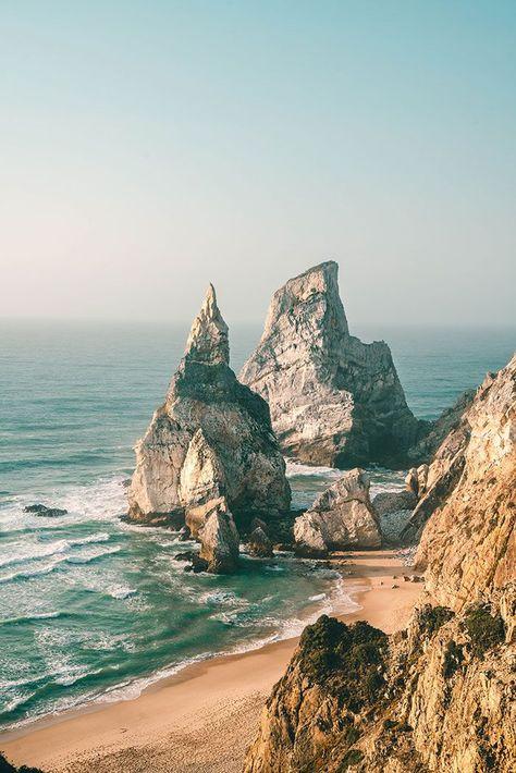 Geheimer Strand Praia da Ursa in Portugal. 14 Tage Portugal Roadtrip – vom Norden in den Süden. Porto, Lissabon, wunderschöne Strände und viel Natur. Eine Rundreise durch Portugal ist wunderschön! Verpasst Aljezur nicht, die Algarve und die vielen wunderschönen Surfspots. Alle Infos auf lilies-diary.com.
