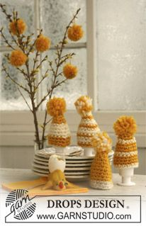 """Crocheted DROPS easter egg warmer in """"Eskimo"""" with pompon. ~ DROPS Design"""