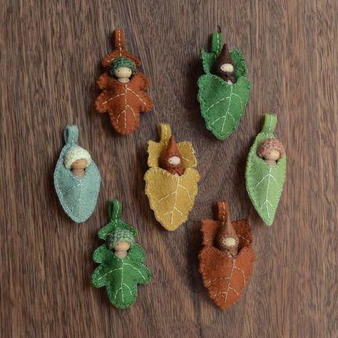 Little Sweet Dolls in Leafy Bed Pendants by Sweet Elm Diy Waldorf Toys, Waldorf Crafts, Waldorf Dolls, Hobbies And Crafts, Crafts To Make, Crafts For Kids, Imagination Toys, Felt Animal Patterns, Wood Peg Dolls