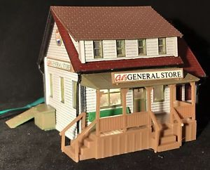 1//87 HO SCALE LIFE-LIKE GENERAL STORE MODEL KIT # 1351