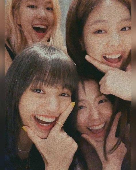 blackpink in your area Blackpink Jisoo, Kim Jennie, Kpop Girl Groups, Kpop Girls, Lisa Blackpink Wallpaper, Black Pink Kpop, Blackpink Memes, Blackpink Photos, Blackpink Fashion