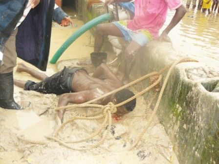 Man commits suicide, jumps into canal - http://www.thelivefeeds.com/man-commits-suicide-jumps-into-canal/