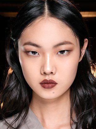 7 Makeup Trends We Saw on the Spring 2019 Runways We Can't