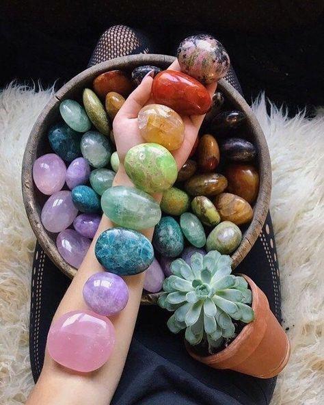 Crystal Healing Stones, Crystal Magic, Crystal Grid, Crystal Wall, Chakra Crystals, Crystals And Gemstones, Stones And Crystals, Chakra Stones, Gem Stones