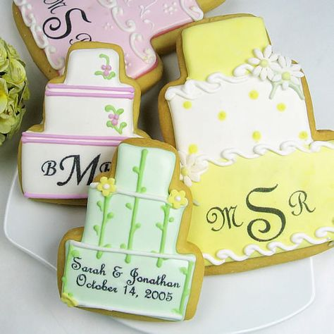 Cookies for favors? YES! End your wedding on a sweet note for your guests.