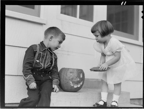 Lucian and Mary Brown, Untitled (boy and girl with jack-o-lantern), c. 1950, Harvard Art Museums/Fogg Museum.
