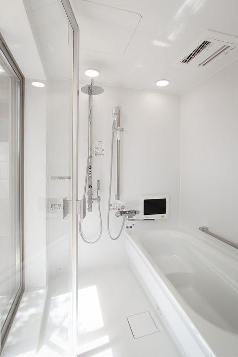 リゾートバスルーム ガラス張り 真っ白なバスルーム バスルーム