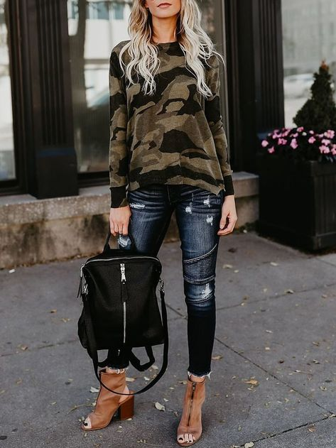 The Athleisure trend has made it acceptable to use sneakers to practically any event or occasion (well, perhaps except for truly official occasions or company meetings that is). There are a great deal of tennis shoes and brands to select from. Style Outfits, Cool Outfits, Casual Outfits, Fashion Outfits, Womens Fashion, Fashion Trends, Fashion Clothes, Fashion 2018, Beautiful Outfits