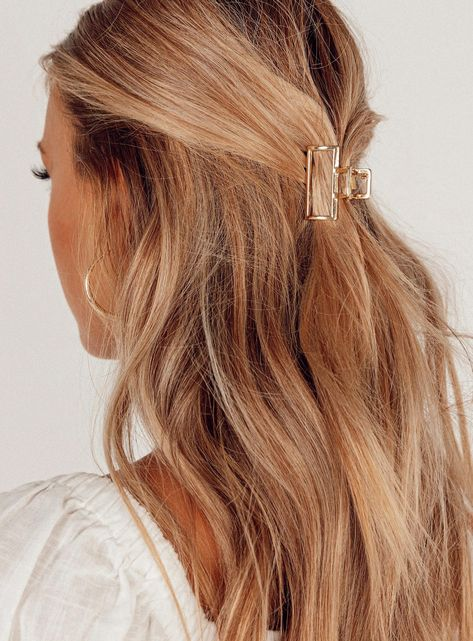 """Hair clip Claw design Gold toned hardware Length: 4cm / 1.57"""""""