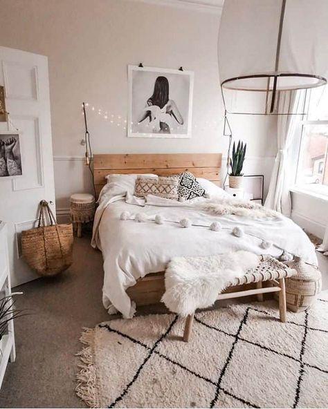 This scandi boho bedroom has a unique charm you can't resist. #bedroomgoals #bedroomideas #bedroomdesign