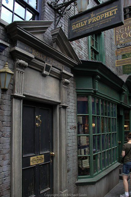 Diagon Alley stores offer more than magical merchandise, adding fun Harry Potter nods in new Universal Orlando land Draco Malfoy Aesthetic, Slytherin Aesthetic, Slytherin Pride, Ravenclaw, Universal Studios Florida, Universal Orlando, Harry Potter World, Harry Potter Diagon Alley, Harry Potter Films