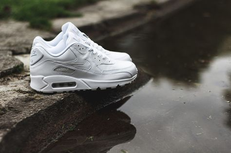 72286b3b64a6 NIKE AIR MAX 90 (LEATHER TRIPLE WHITE)
