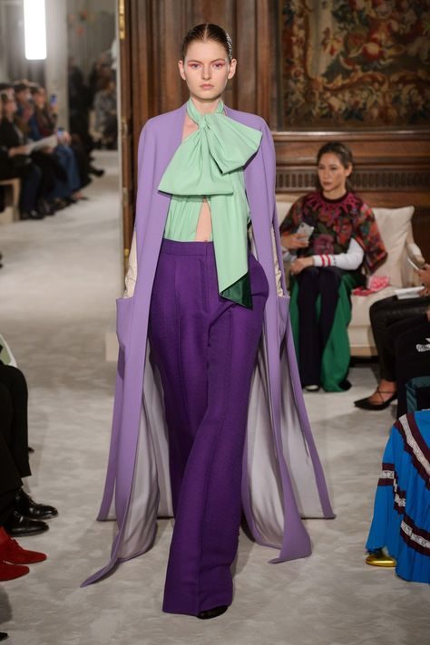 View the Valentino Spring 2018 Couture collection. See photos and video of the S2018CTR runway show. Valentino