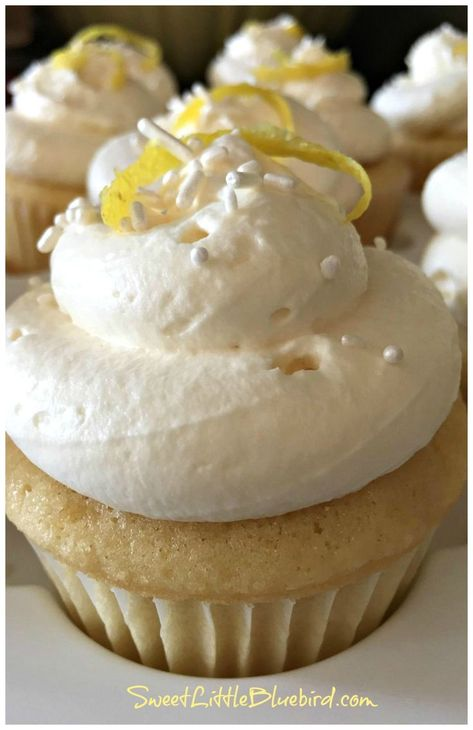 These Lemon Cupcakes with Lemon Curd Filling and Lemony Whipped Cream Frosting are a lemon-lover's dream come true. This light cupcake is perfect for spring or summer. The moist cupcake pairs perfectly with the creamy lemon curd center. Lemon Desserts, Lemon Recipes, Köstliche Desserts, Plated Desserts, Lemon Whipped Cream, Whipped Cream Frosting, Lemon Frosting, Whipped Topping, Lemon Cupcakes