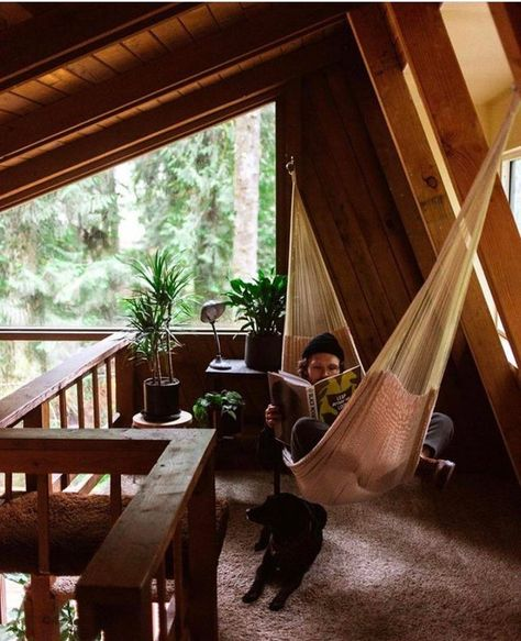 Great cabin « intriguing On and design of living Cabin Loft, Cozy Cabin, Cozy House, A Frame Cabin, A Frame House, Sweet Home, Cabin In The Woods, Little Cabin, Cabin Design