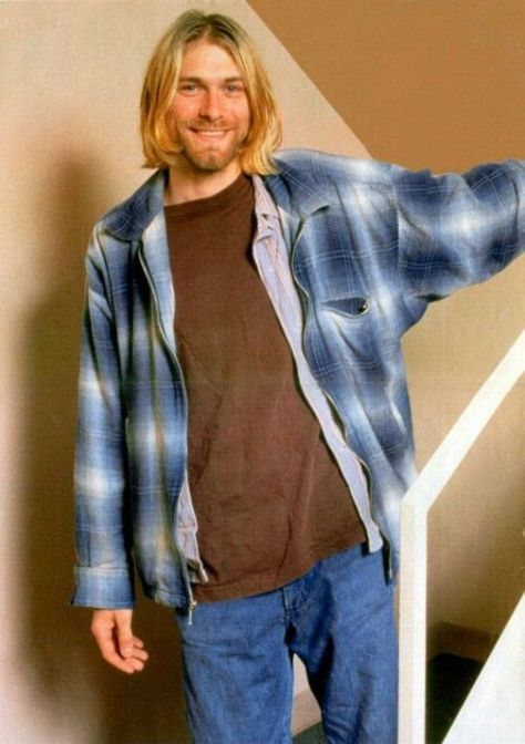 Kurt Cobain, Seattle----that smile though. Nirvana Kurt Cobain, Kurt Cobain Style, Kurt Cobain Photos, Banda Nirvana, Kurt Corbain, Kurt And Courtney, Frances Bean Cobain, Dave Matthews Band, Chris Cornell
