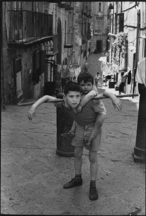 Henri Cartier-Bresson - ITALY. Naples. 1960.
