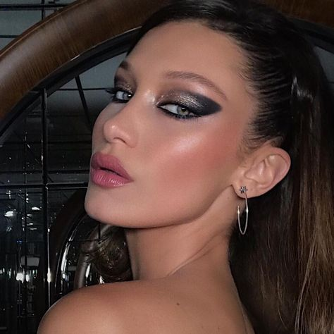 Paris Hilton Just Gave New Meaning to Bold Brows Bella Hadid Combined Winged Liner With a Smoky Eye Makeup Inspo, Makeup Art, Makeup Inspiration, Makeup Ideas, Makeup Trends, Cute Makeup, Pretty Makeup, Edgy Makeup, 90s Makeup