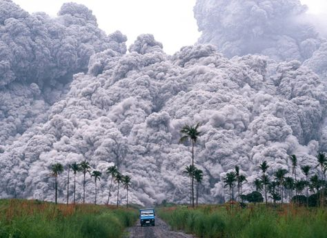 Holy CRAP!! A pickup truck flees from the pyroclastic flows spewing from the Mt.Pinatubo volcano in the Philippines, on June 17, 1991. This was the second largest volcanic eruption of the 20th century.