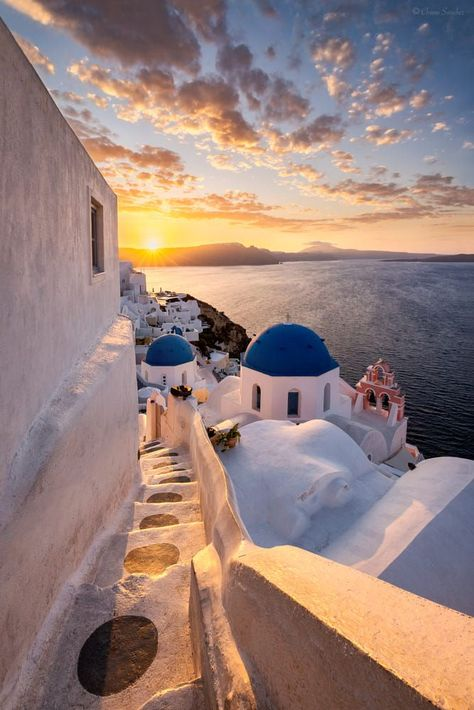 What are the Best Hotels in Santorini? How to get to Santorini? Oia Santorini Greece, Santorini Travel, Greece Travel, Crete Greece, Greece Vacation, Dubai Travel, Athens Greece, Santorini House, Santorini Beaches