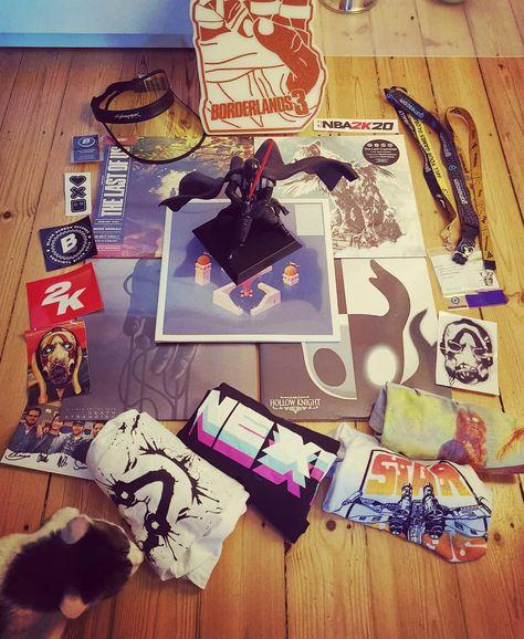 Ein paar Mitbringsel von der diesjährigen GamesCom.. 5 Vinyl, 4 Shirts, 3 Bänder, 2 Accessoires, 1 Vader.. #gamescom #vinyl #soundtrack #deathstranding #hollowknight #thelastguardian #monumentvalley #thelastofus #cyberpunk2077 #borderlands3 #rocketbeans #starwars #vader #lovegames #sticker #autogramm #giveaways #merchhalle #halle5 #merchandisearea #gifts #geschenke