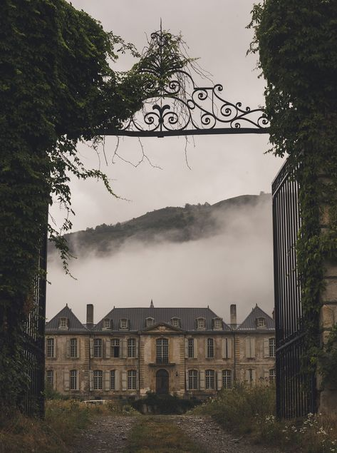 Inspired By: Jamie Beck - Abandoned mansions Book Aesthetic, Aesthetic Pictures, Aesthetic Collage, Hogwarts, Slytherin Aesthetic, Belle Photo, Light In The Dark, Abandoned, Beautiful Places