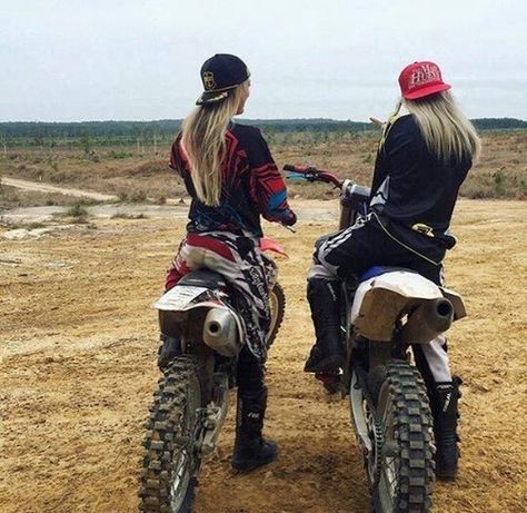 Ideas girl motorcycle photography motors for 2019 Country Best Friends, Country Girls, Country Girl Life, Country Couples, Best Friend Pictures, Friend Photos, Triumph Motorcycles, Custom Motorcycles, Kawasaki Motorcycles