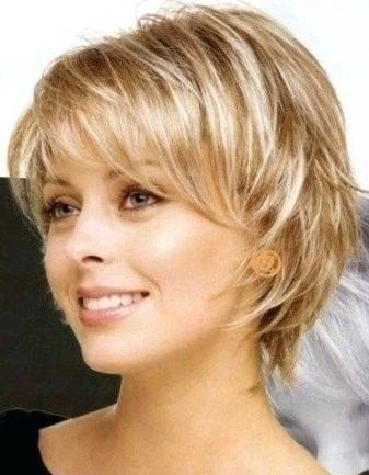Trendy Frisuren Frauen Halblang Gestuft Runder Haarschnitt Haarschnitt Frisuren Kurze Haare Stufen