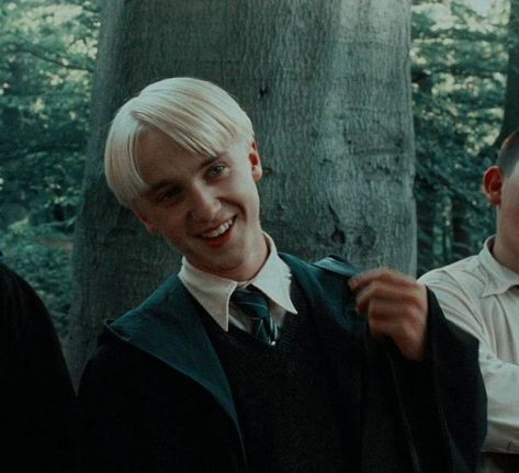 Draco Malfoy - can find Harry potter facts and more on our website. Draco Harry Potter, Harry Potter Icons, Mundo Harry Potter, Harry Potter Tumblr, Harry Potter Characters, Harry Potter World, Harry Harry, Tom Felton Harry Potter, Drarry