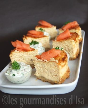 Cheesecake au saumon fumé, sauce tartare = Cheesecake with smoked salmon, tartare sauce