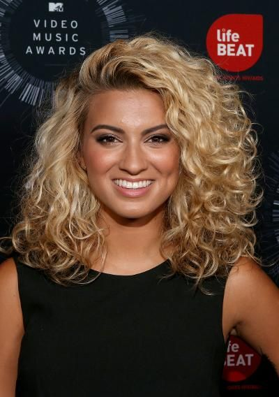 11 Famous Singers Rejected By American Idol Medium Curly Hair