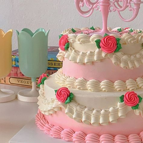 Pretty Birthday Cakes, Pretty Cakes, Beautiful Cakes, Amazing Cakes, Pastel Cakes, Dessert Decoration, Dessert Food, Candy Cakes, Cute Desserts