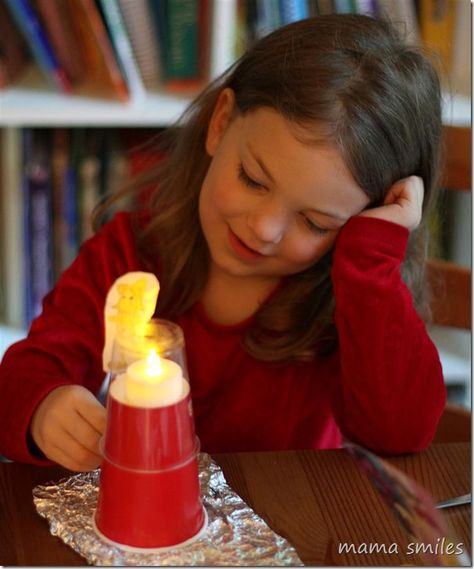 Fun lighthouse craft from @peekapak - so clever! Great storytelling fun from this craft kit subscription service.