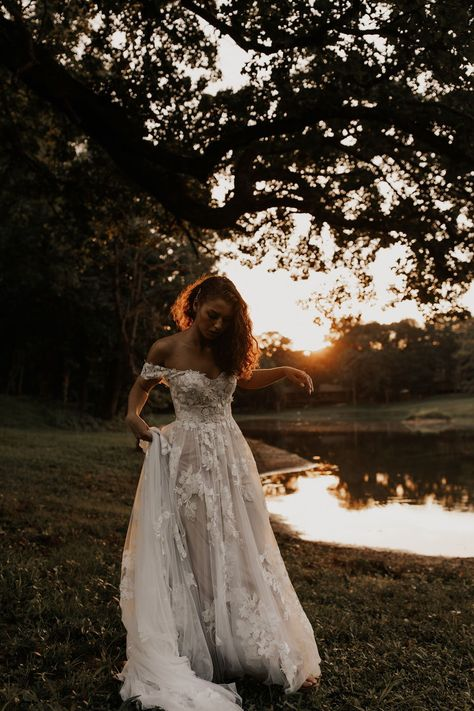 Modern + Romantic Wedding Inspiration in Minimal Ranch Home a&bé bridal shop - This dress is to die for! Wedding Vows, Wedding Attire, Wedding Bells, Wedding Day, Wedding Shot, Top Wedding Dress Designers, Dream Wedding Dresses, Luxury Wedding Dress, Bohemian Wedding Dresses