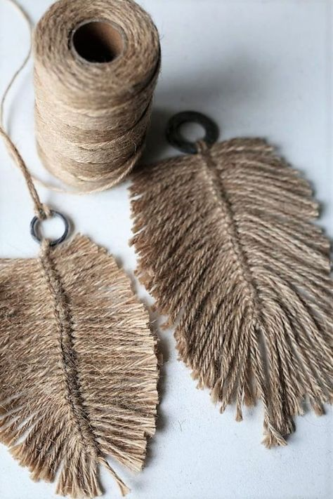 DIY: Macramee-Federn aus Jute-Garn, mehr dazu im Blog elsass