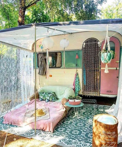 21 BOHEMIAN GARDEN IDEAS Christa Habicht christahabicht Wohnmobil Camper When you are decorating your home, then you might come across many different themes and styles. One of the most famous themes among the lot is Bohemian. It is a theme that looks Kombi Home, Vintage Caravans, Vintage Campers, Vintage Rv, Retro Campers, Vintage Travel Trailers, Travel Trailer Decor, Vintage Airstream, Rv Campers