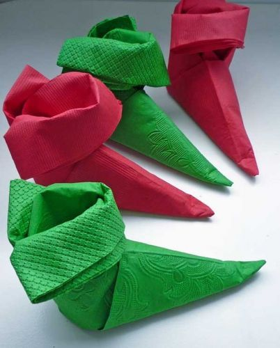 Christmas Table Decorations  elf shoe napkin... Genius and simple  Click here for PDF instruction downloads: http://serendipitypatchwork.com.au/blog/2012/08/22/elf-shoe-napkin-tutorial/