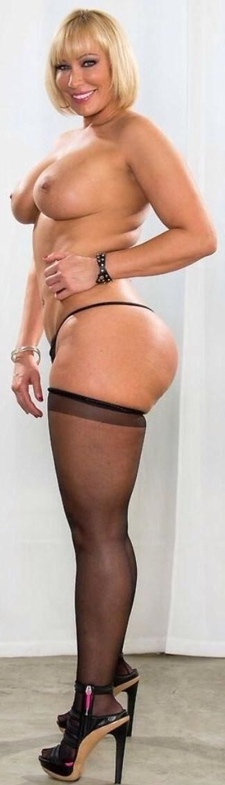 curvy milf pawg stocking the water