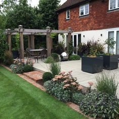 We Were Commissioned To Design And Build A New Terrace To The Rear Of This Sevenoaks Home Small Front Gardens Front Garden Design Backyard Landscaping Designs