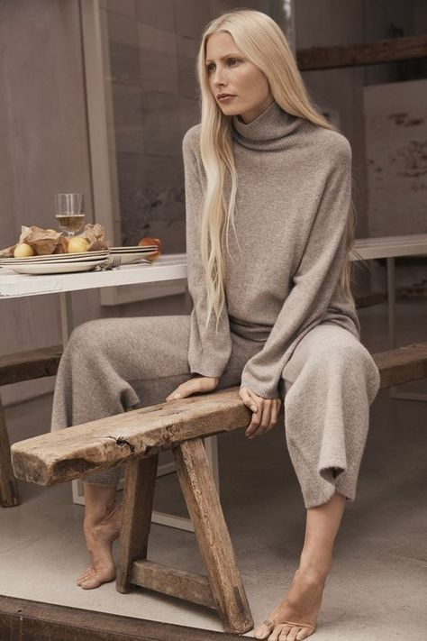 Kirsty Hume Launches Zara Home's 'Timeless Essentials' Loungewear, Lensed By Ben Weller — Anne of Carversville Zara Fashion, Look Fashion, Autumn Fashion, Fashion Outfits, Womens Fashion, Fashion Shoot, Trendy Fashion, Fashion Brands, Fashion Ideas