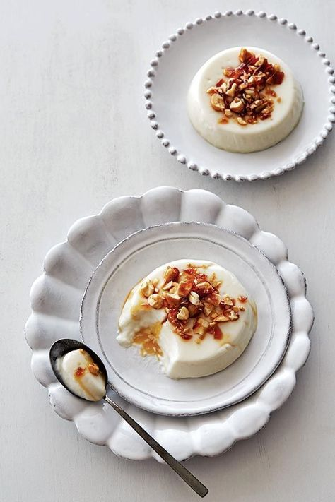 Coconut Panna Cotta Recipe Know What Folks Are Saying About This Lovely And Simple And Elegant Panna Cotta Recipe? The Easiest Panna Cotta I Have Made. Just Desserts, Delicious Desserts, Dessert Recipes, Yummy Food, Cold Desserts, Healthy Food, Coconut Panna Cotta, Coconut Milk, Vegan Panna Cotta
