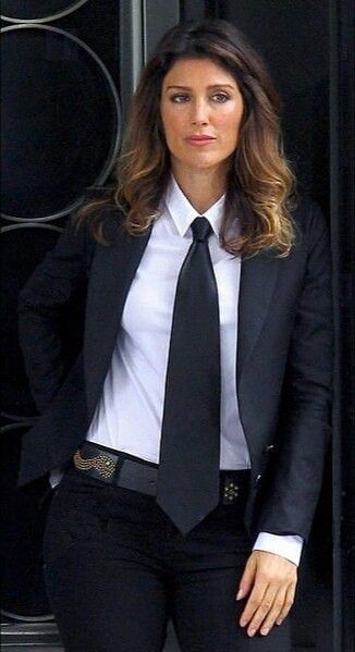 Pin By Sabo Two On Women In Suits Business Dress Women Women Wearing Ties Business Womens Fashion Professional