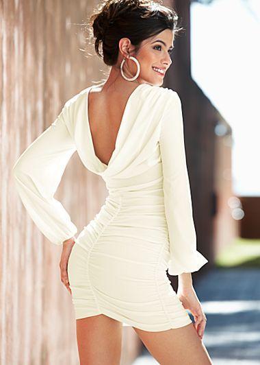 Love the dress..! http://reneesadvice.com