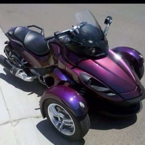 Spyder Can Am. For those of us who love bikes but can't quite get the hang of 2 wheels! Or just wanna be different!