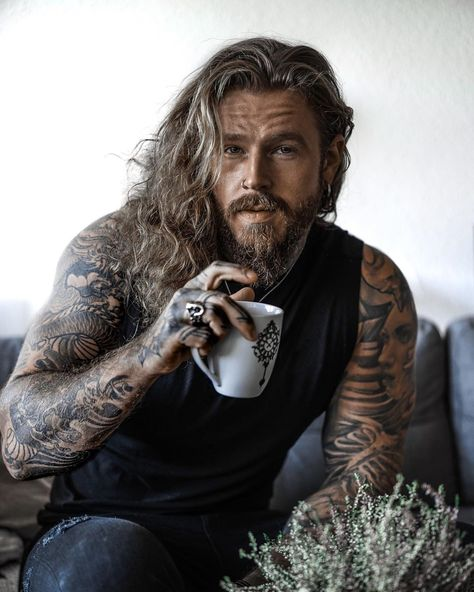 For see more of fitness Freaks visit us on our website ! Sexy Tattooed Men, Bearded Tattooed Men, Bearded Men, Hot Guys Tattoos, Sexy Tattoos, Undercut Long Hair, Cool Hairstyles For Men, Tattoo Photography, Ginger Beard